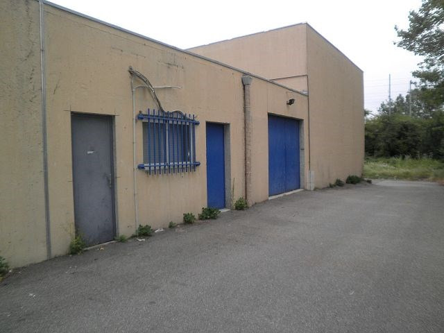 Location local commercial St quentin fallavier 599€ CC - Photo 1