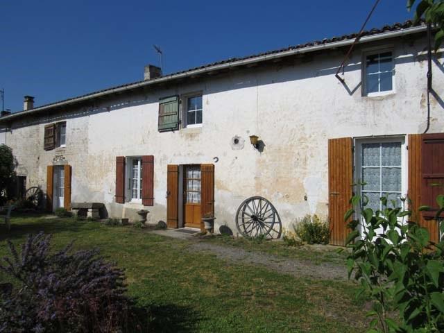 Sale house / villa Saint-jean-d'angély 127800€ - Picture 1