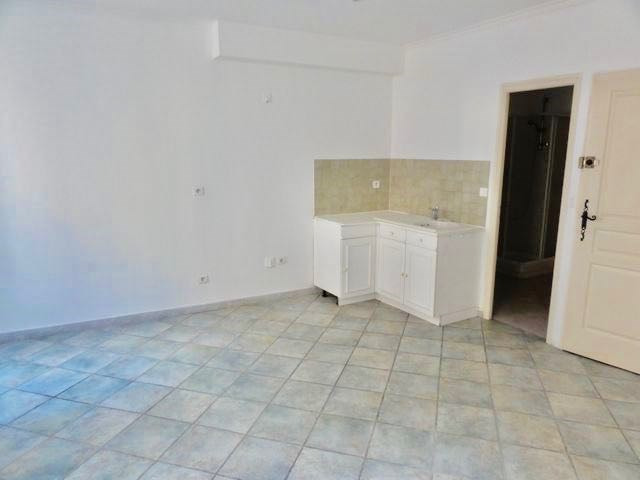 Rental apartment Le beausset 440€ CC - Picture 3