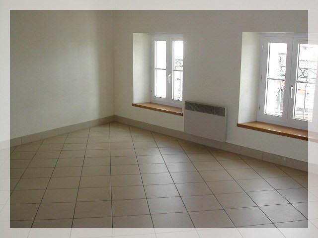 Location appartement Le fuilet 290€ CC - Photo 2