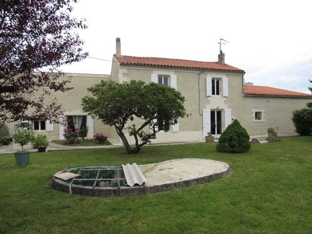 Sale house / villa Villeneuve-la-comtesse 243800€ - Picture 1
