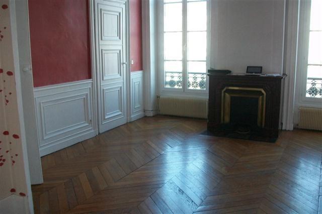Location appartement Lyon 2ème 830€ CC - Photo 3