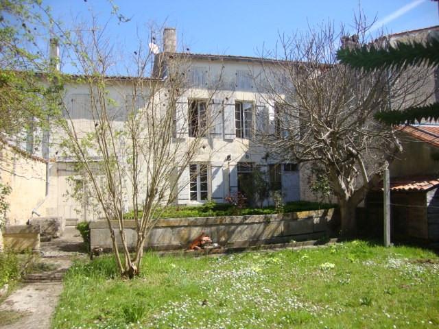 Vente maison / villa Saint-jean-d'angély 85500€ - Photo 1
