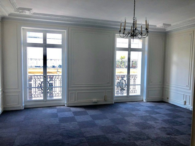 Location bureau Paris 8ème 15 333€ HC - Photo 1