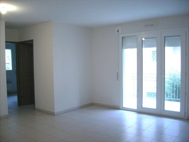 Location appartement Cambes 572€ CC - Photo 1