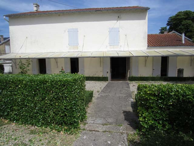 Sale house / villa Loulay 150520€ - Picture 1