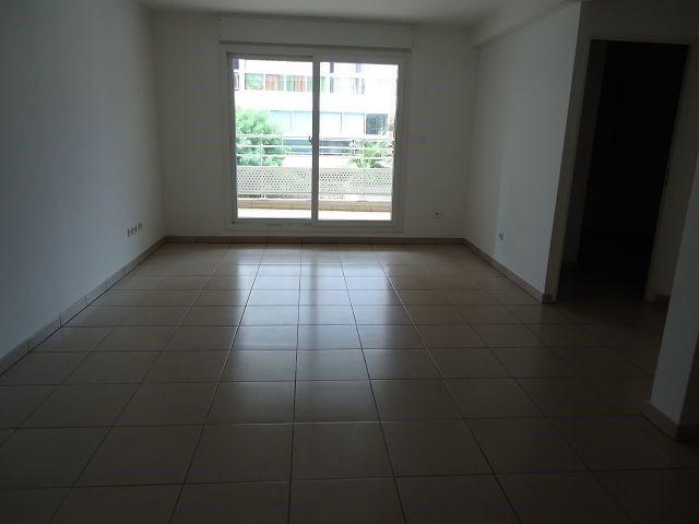 Location appartement St denis 588€ CC - Photo 2