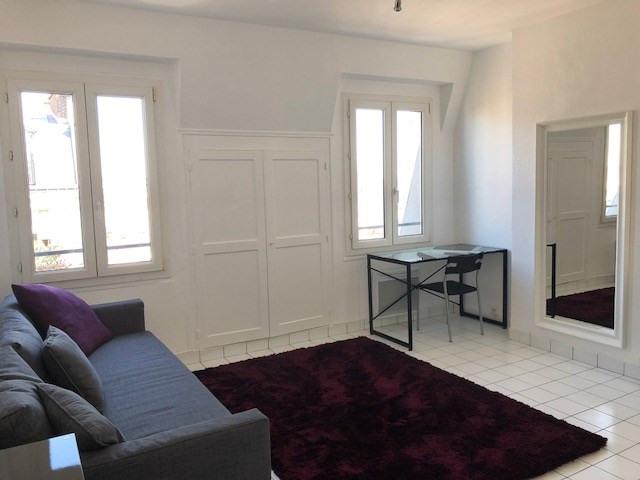 Location appartement Paris 10ème 900€ CC - Photo 1