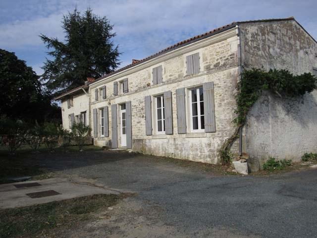 Sale house / villa Fenioux 243800€ - Picture 1