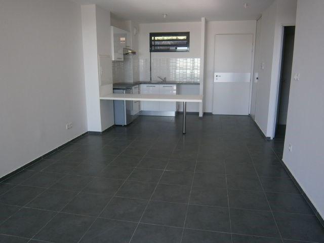 Location appartement St denis 584€ CC - Photo 1