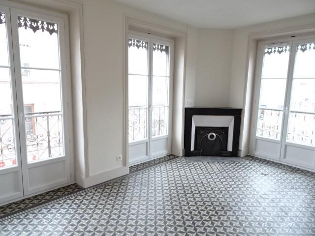 Location appartement Villefranche-sur-saône 555,25€ CC - Photo 1