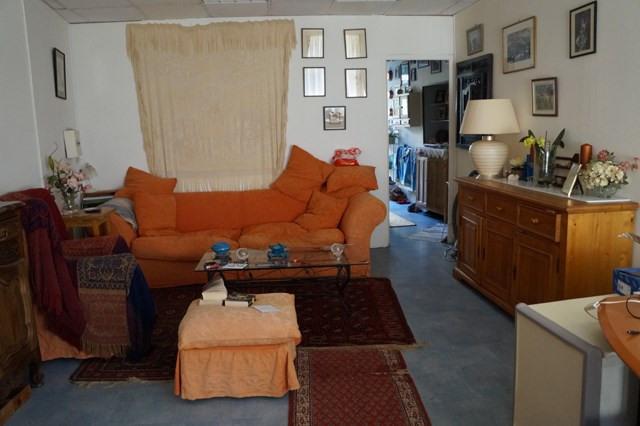 Sale house / villa Saint-jean-d'angély 138000€ - Picture 2