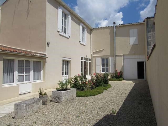 Sale house / villa Saint jean d'angély 249100€ - Picture 2