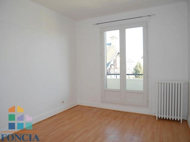 Location maison / villa Suresnes 2 266€ CC - Photo 7