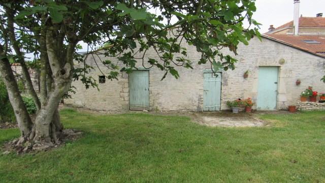 Sale house / villa Villeneuve-la-comtesse 243800€ - Picture 3