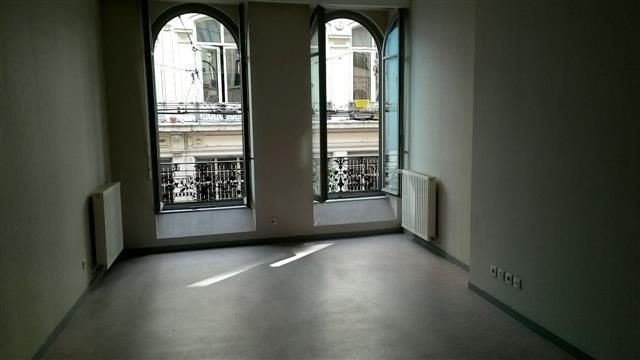 Location appartement Lyon 1er 909€ CC - Photo 4