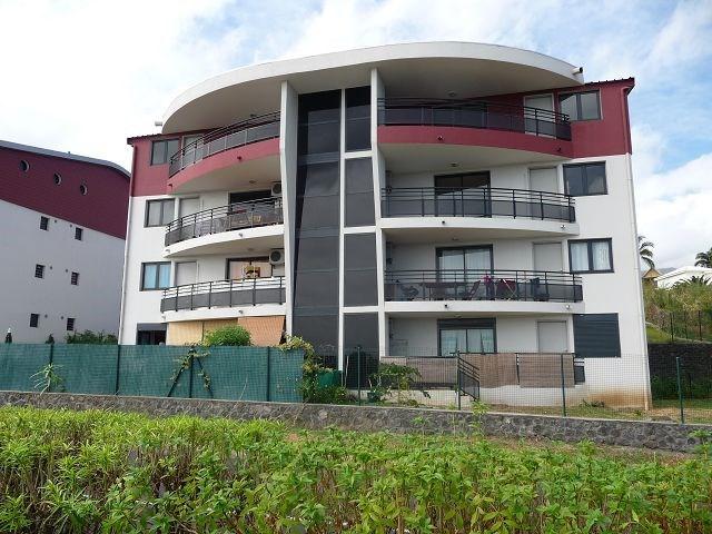 Location appartement La possession 561€ CC - Photo 1