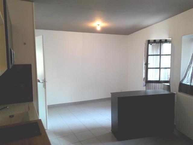 Location appartement Chazay d azergues 365€ CC - Photo 2
