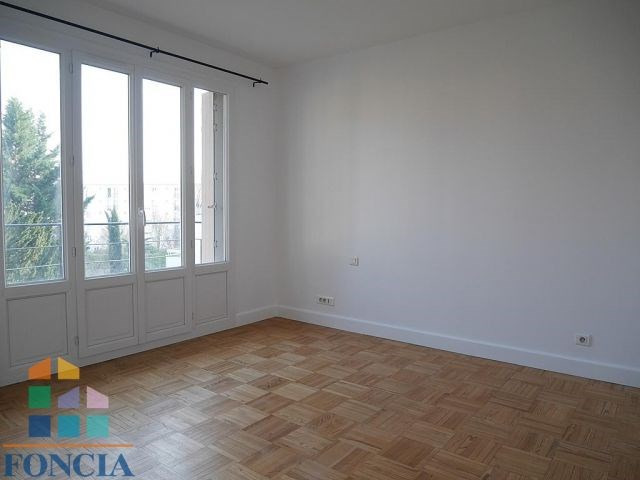 Rental apartment Suresnes 2 100€ CC - Picture 4