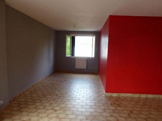 Rental apartment St uze 395€ CC - Picture 2