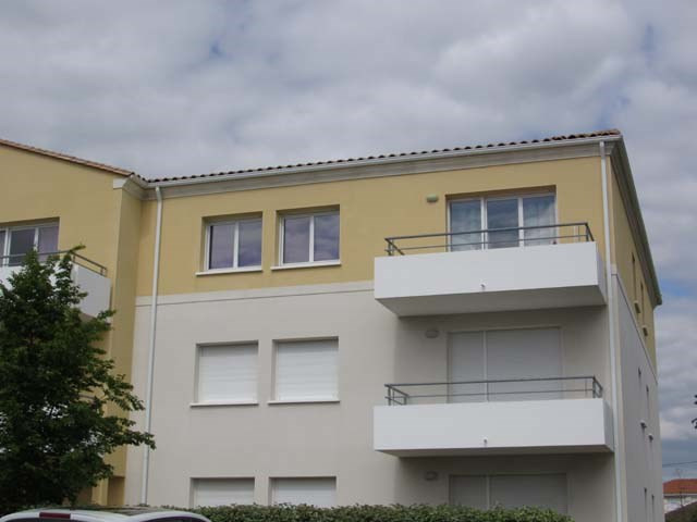 Sale apartment Saint-jean-d'angély 63 400€ - Picture 1
