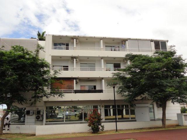 Location appartement St denis 303€ CC - Photo 1