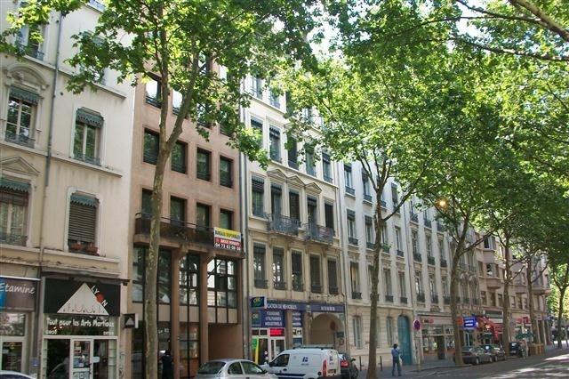 Location appartement Lyon 7ème 664€ CC - Photo 1