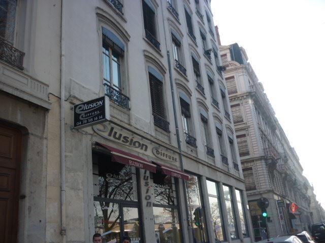 Location appartement Lyon 7ème 806€ CC - Photo 1