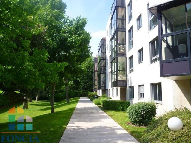 Location appartement Suresnes 1612€ CC - Photo 1