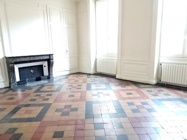 Location appartement Villefranche sur saone 496,42€ CC - Photo 1