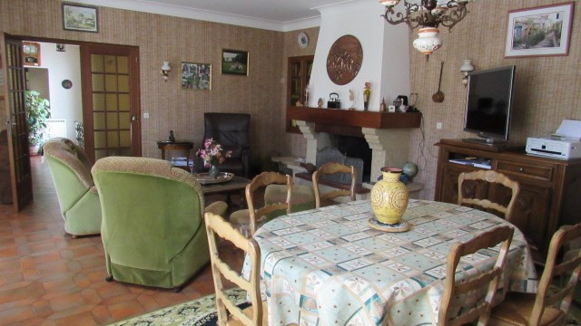 Sale house / villa Loulay 133100€ - Picture 6