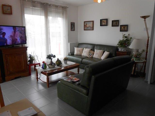 Locação apartamento Saint-genest-lerpt 688€ CC - Fotografia 3
