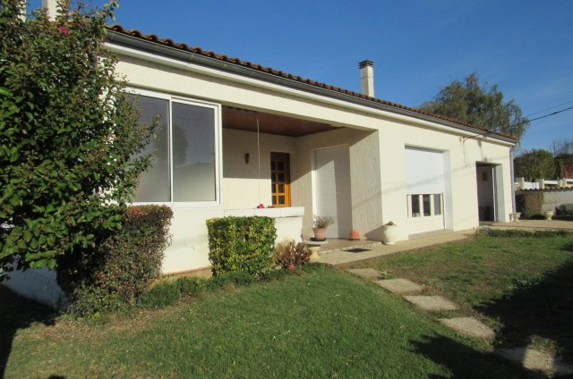 Sale house / villa Bords 159 000€ - Picture 1