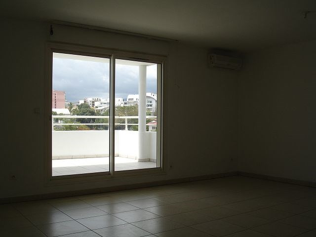 Location appartement Ste clotilde 898€ CC - Photo 5