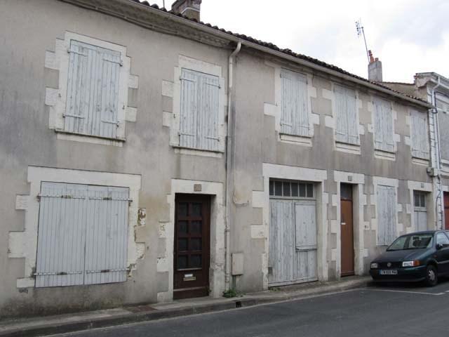 Sale house / villa Saint-jean-d'angély 43500€ - Picture 1