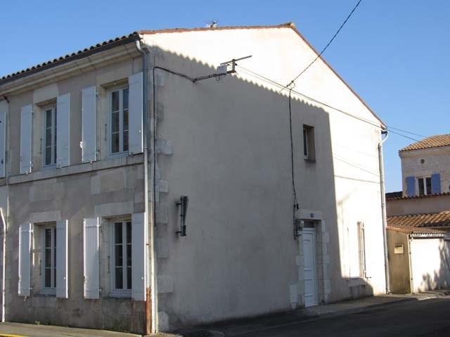 Vente maison / villa Saint-jean-d'angély 111800€ - Photo 1