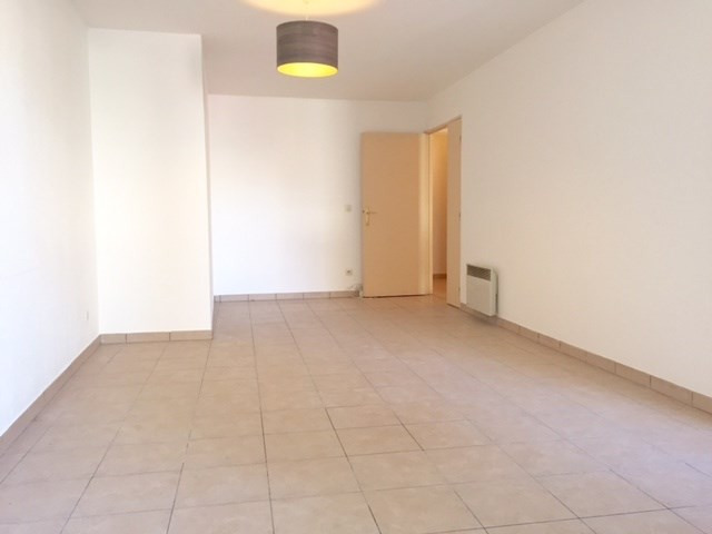 Location appartement Marseille 8ème 1 062,19€cc - Photo 3