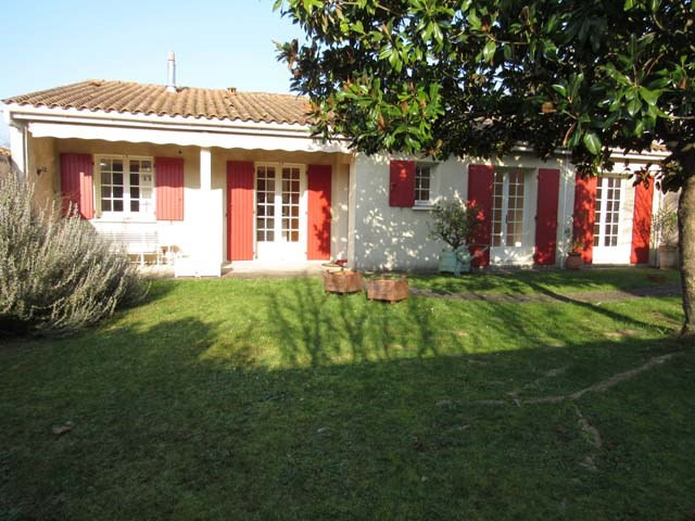 Sale house / villa Saint-jean-d'angély 190 800€ - Picture 1