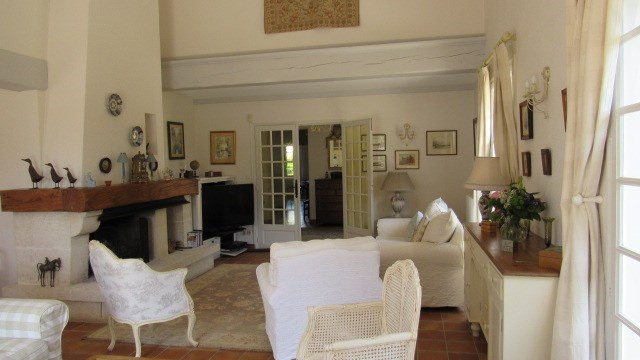 Sale house / villa Saint-jean-d'angély 399 000€ - Picture 4