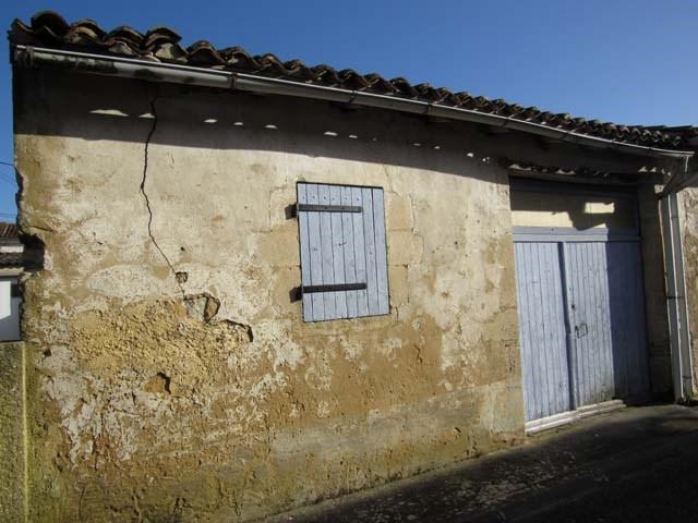 Sale house / villa Saint jean d'angely 29850€ - Picture 2