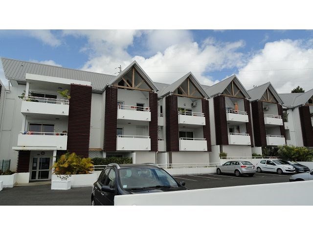 Location appartement Ste clotilde 358€ CC - Photo 1