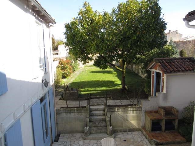 Sale house / villa Saint-jean-d'angély 243800€ - Picture 2