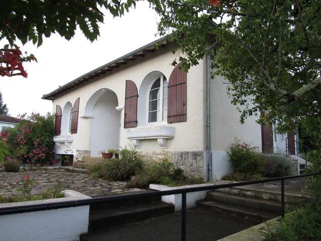 Sale house / villa Saint-jean-d'angély 148 400€ - Picture 1
