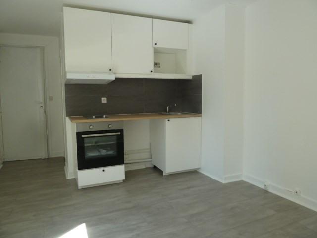 Rental apartment Paris 18ème 720€ CC - Picture 4