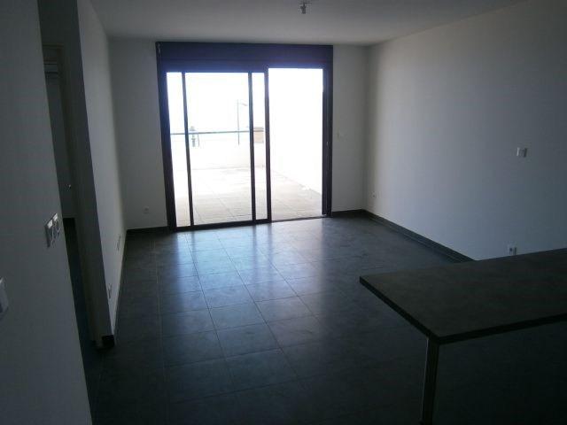 Location appartement St denis 587€ CC - Photo 2