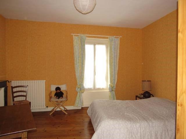 Sale house / villa Saint-jean-d'angély 243800€ - Picture 5