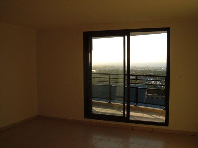 Location appartement La possession 561€ CC - Photo 2
