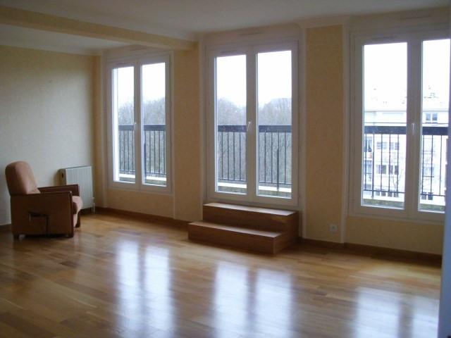 Rental apartment Maurepas 1072€ CC - Picture 1