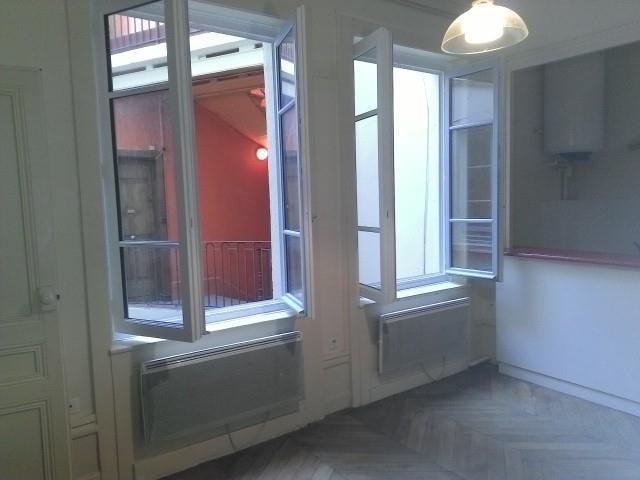 Location appartement Lyon 2ème 954€ CC - Photo 3