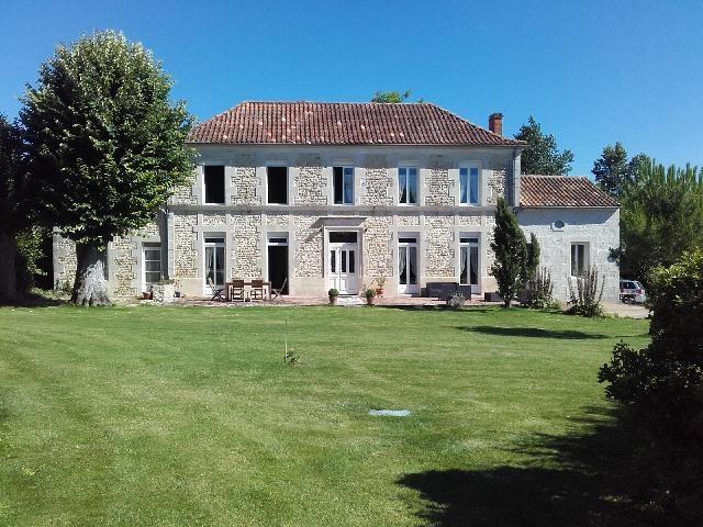 Sale house / villa Tonnay-boutonne 499200€ - Picture 2
